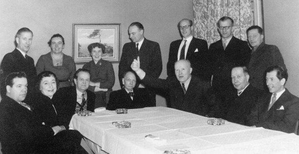 Pohjalaisen taiteilijaliiton vuosikokous 1954 hotelli Astorian kerhohuoneessa