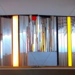 UUDET ULOTTUVUUDET 1971. Tila-valoteos, kork. 180 cm, 5 modulia, asettelusäde 3-10 m Puu, akryyli, peili, valo, peilikeskiö moottoroitu
