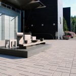Tiina Laasonen Kolme karhua  2008  ympäristötaideteos, betoni, puu, keramiikka  NYT2011 Together, nykytaiteen tapahtuma, Naantali/ Raisio  Naantalin kaupungintalo